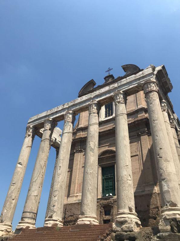 templo-antonino-y-faustina-foro-romano